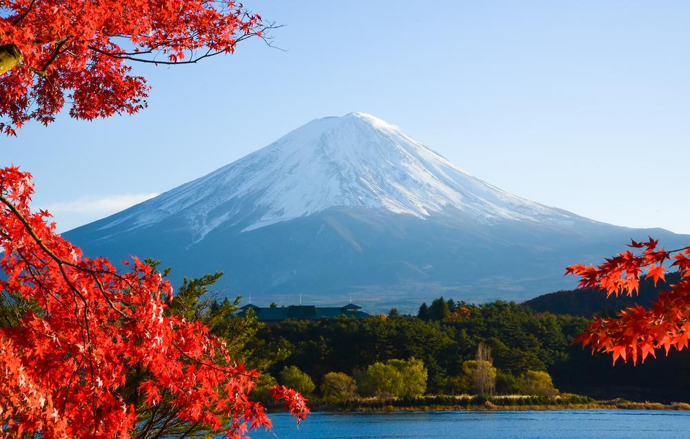 初めてスギライトを発見したのは日本人の杉健一教授